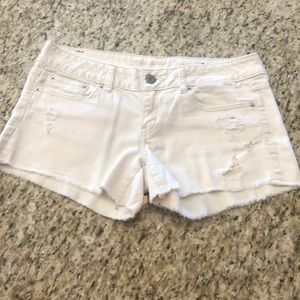 NWOT AEO Frayed Distressed Jean Shorts Sz 6
